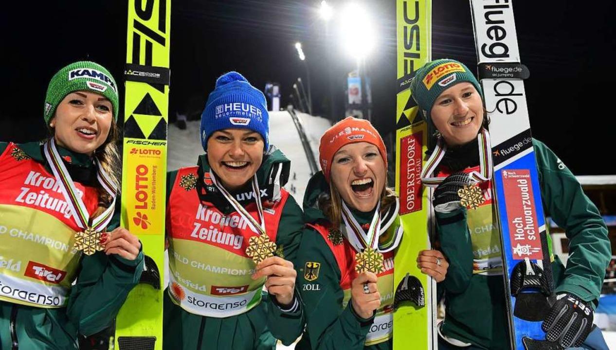 Team-Gold in Seefeld vor zwei Wochen &...ßte Erfolg für Ramona Straub (rechts).  | Foto: dpa