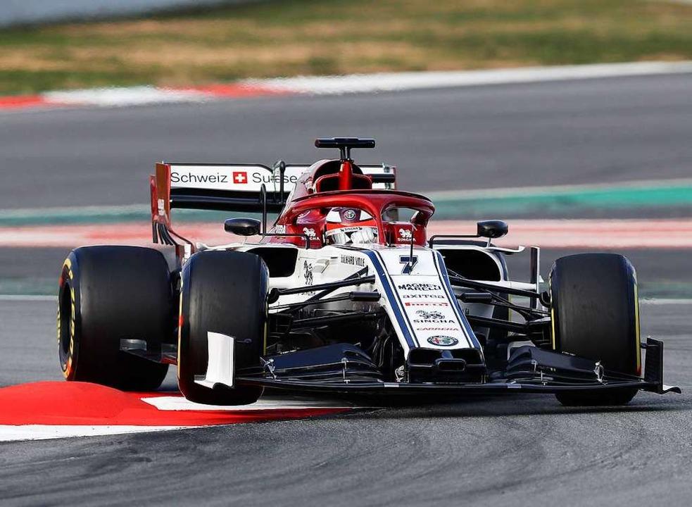 Bei einer Testfahrt auf der Rennstreck...n dieser Saison wieder bei Alfa Romeo.  | Foto: dpa
