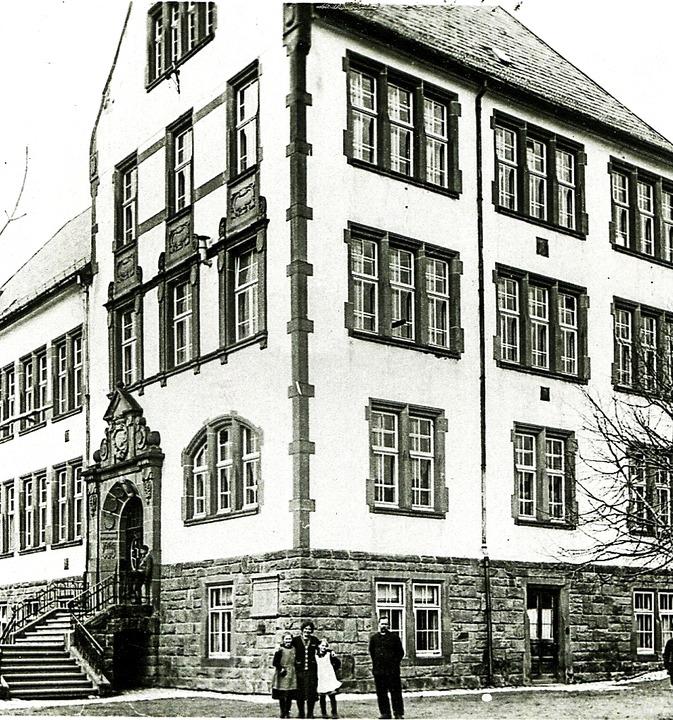 Die Neustädter Realschule  im Jahr 1906   | Foto: Archiv Roland Weis