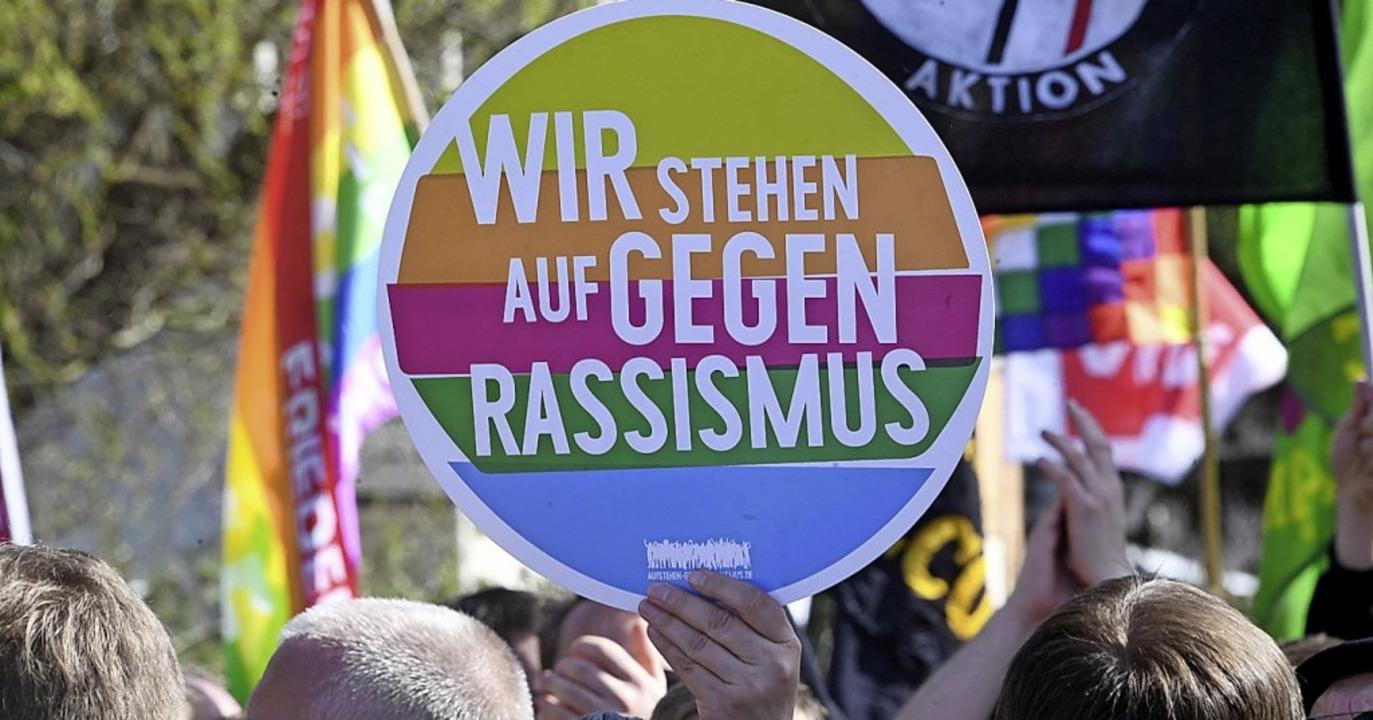 Proteste gegen Rassismus gibt es immer...ese und nächste Woche auch in Lörrach.  | Foto: Uli Deck (dpa)