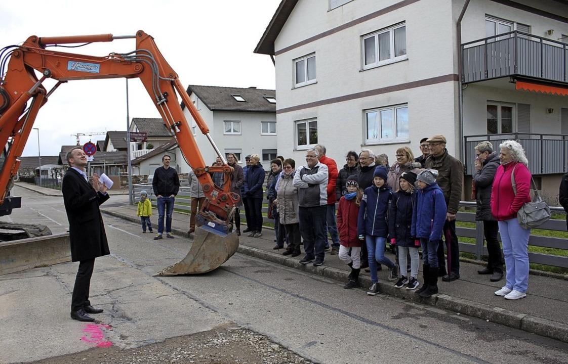Mit gütiger Hilfe von oben wird es woh...nwohnern des Graswegs interpretieren.     Foto: Adelbert Mutz