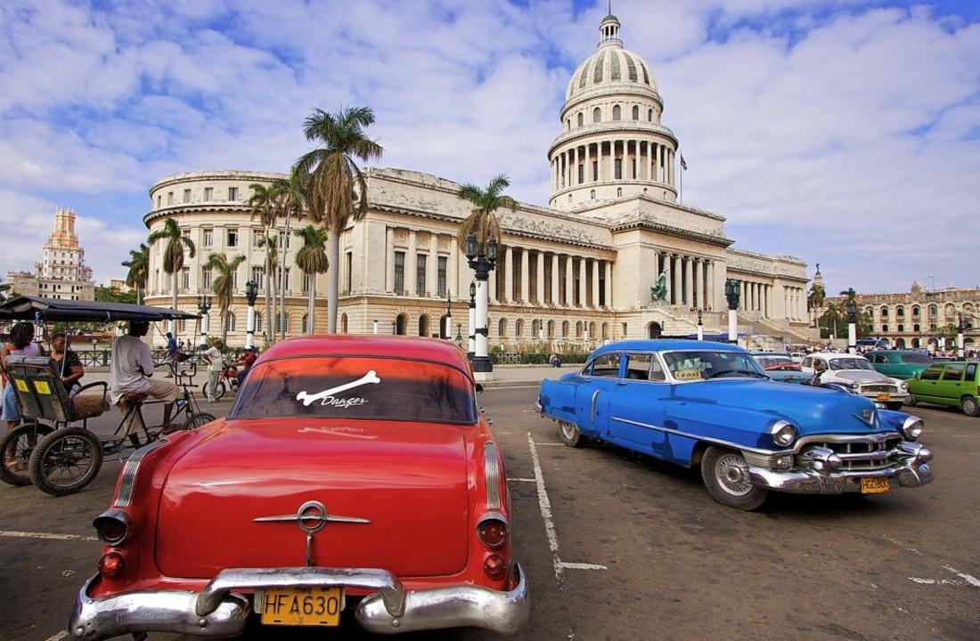 Alte Straßenkreuzer wie diese sind auc...auf den kubanischen Straßen zu finden.  | Foto: Tobias Hauser