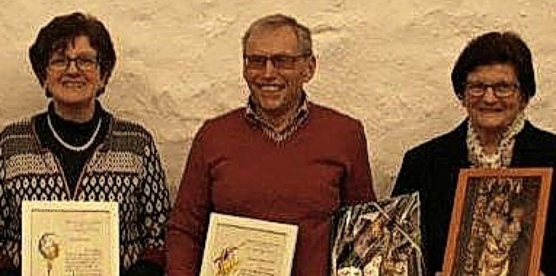 Ehrungen beim Kirchenchor Münchweier: ...n, Helmut Schnebelt und Gertrud Karle     Foto: Privat