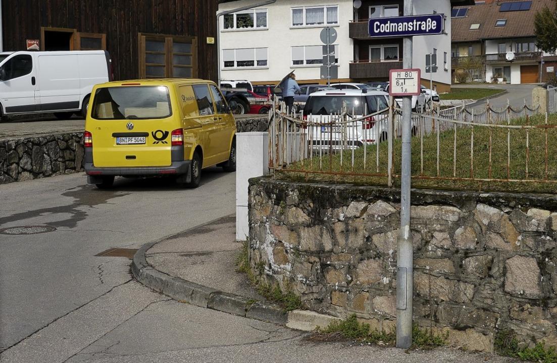 Ein kniffliger Punkt, der mit der Sani...Fahrbahn im rechten Winkel abknickt.      Foto: Winfried Dietsche