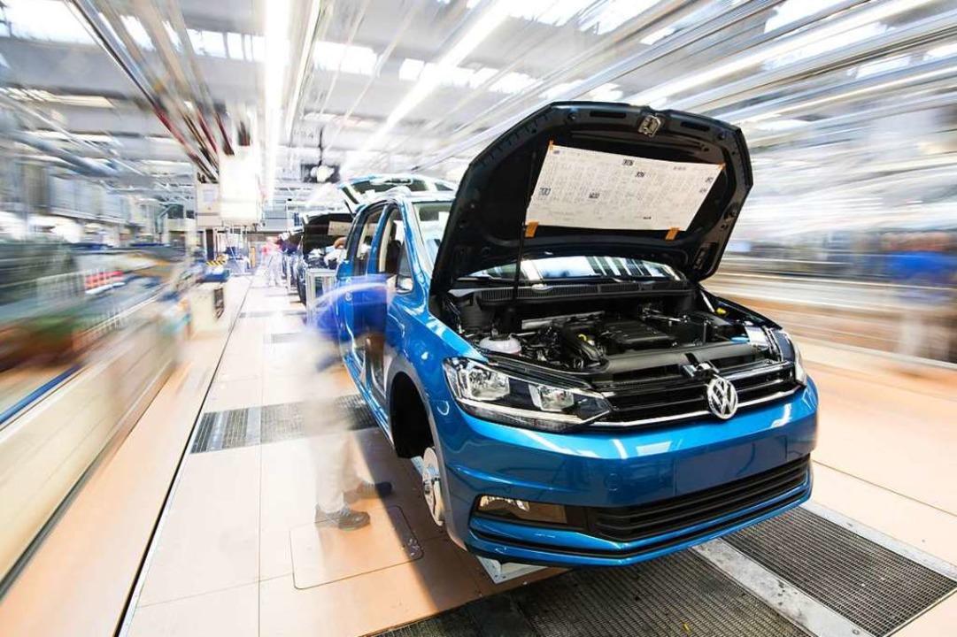 Bei dem Plan geht es auch um Investiti...ue Elektromodelle und Digitalisierung.  | Foto: dpa