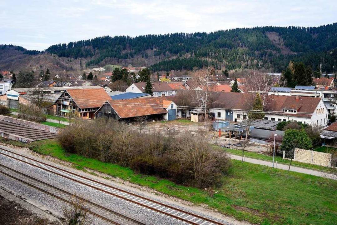 Das komplette Tröndle-Areal im Grenzbe...s  zu dem Giebel am rechten Bildrand.   | Foto: Thomas Kunz