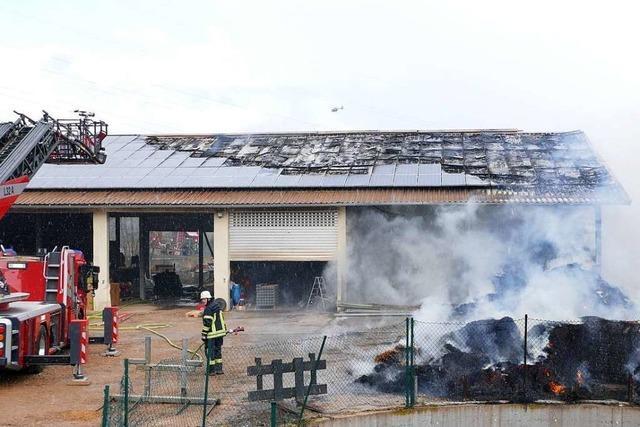 Landwirtschaftliche Lagerhalle brennt