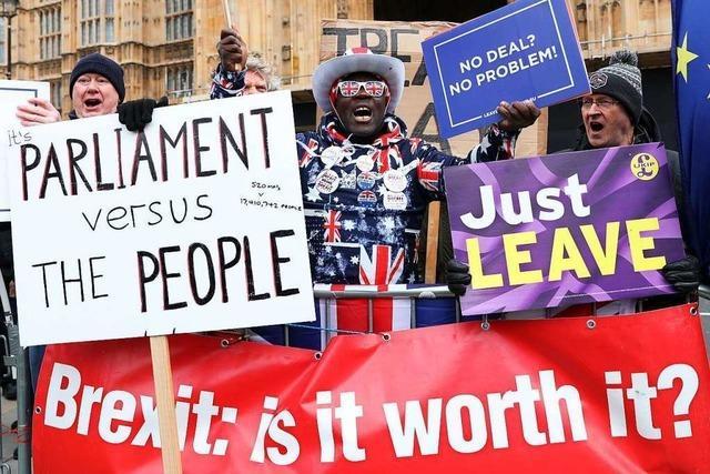 Britisches Parlament lehnt Brexit ohne Abkommen mit der EU ab