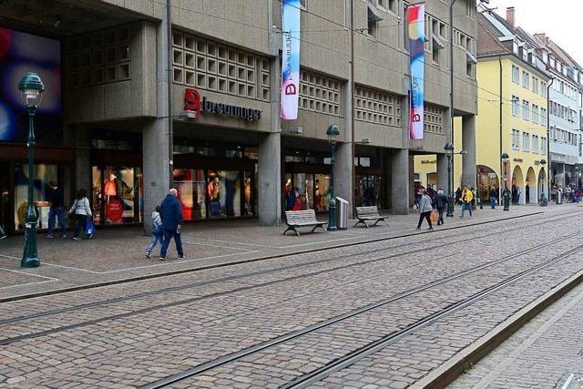 Zwei Unbekannte schlagen Mann auf der Kaiser-Joseph-Straße bewusstlos