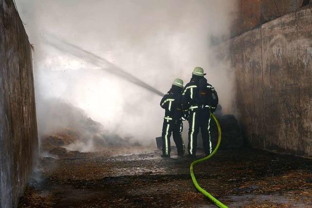 Brand wütet in Lagerhalle