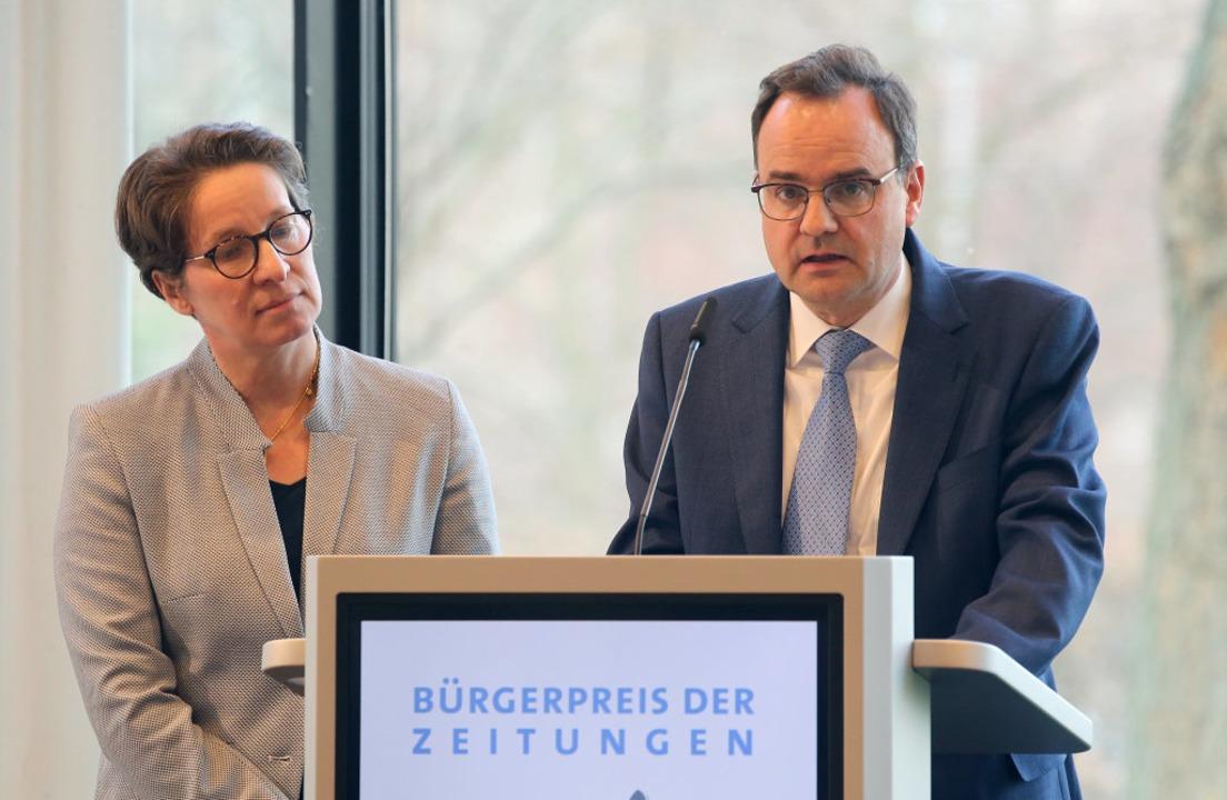 Friederike und Clemens Ladenburger bei der Preisverleihung  | Foto: dpa