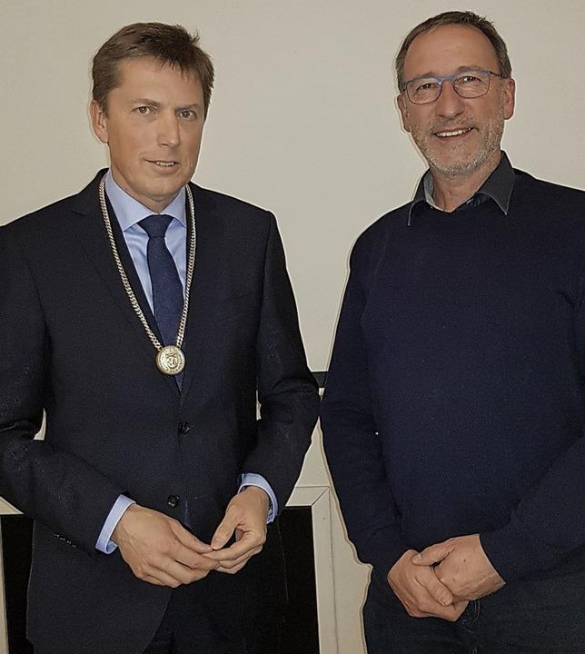 Johannes Albrecht (links) ist von Fran...emeinde Feldberg verpflichtet worden.   | Foto: Tina Hättich