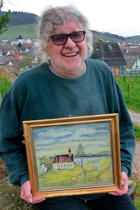 Eddy Weeger mit einem Bild von der Berghauser Kapelle, gemalt von Eugen Burkart.    Foto: Andrea Gallien