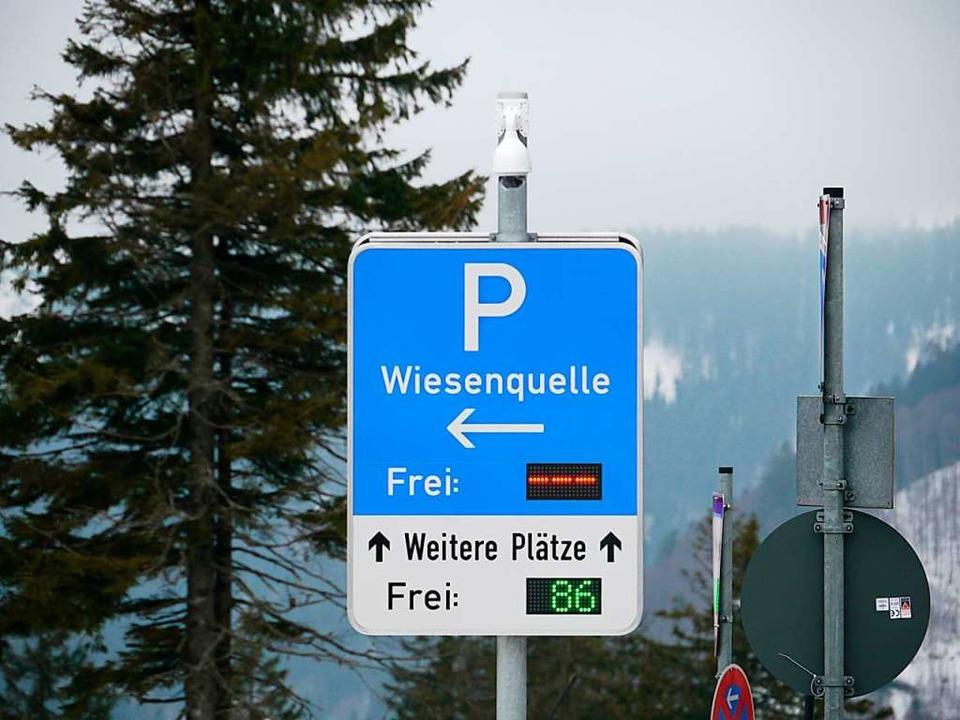 Trotz Parkplatzknappheit: Der Parkplat...Hüttenwirten und Gästen zur Verfügung.    Foto: Mariella Hutt