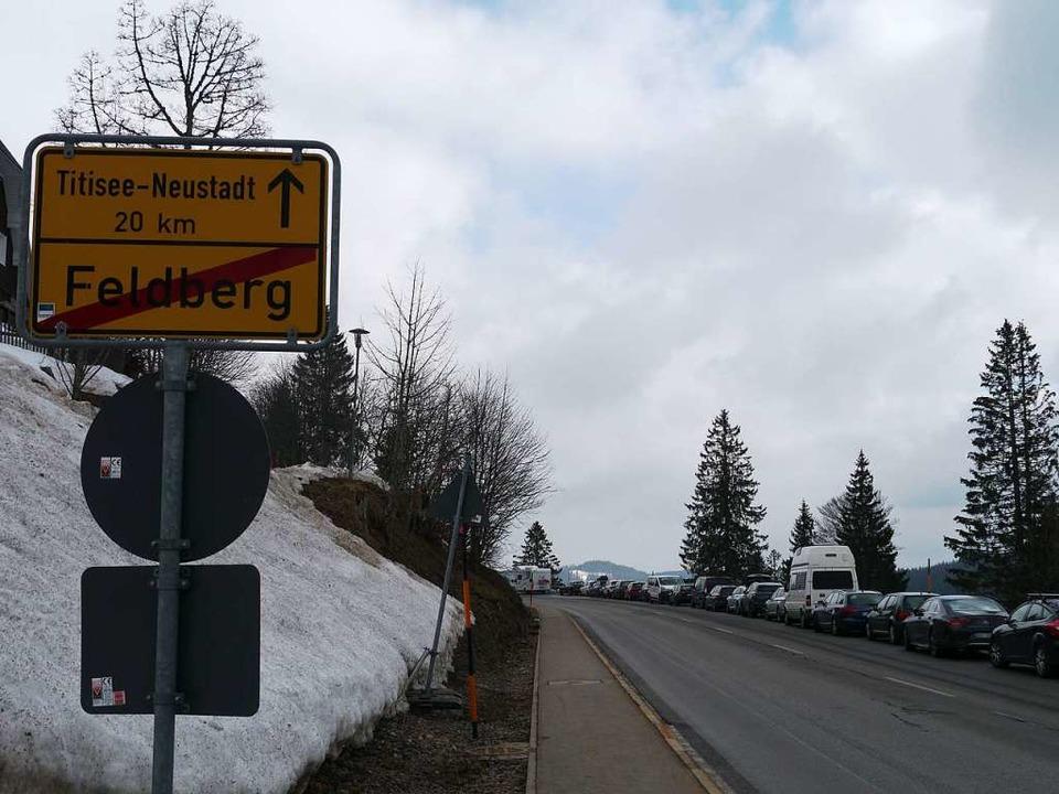 Außerhalb geschlossener Ortschaften is...arkplatz finden, parken hier trotzdem.    Foto: Mariella Hutt