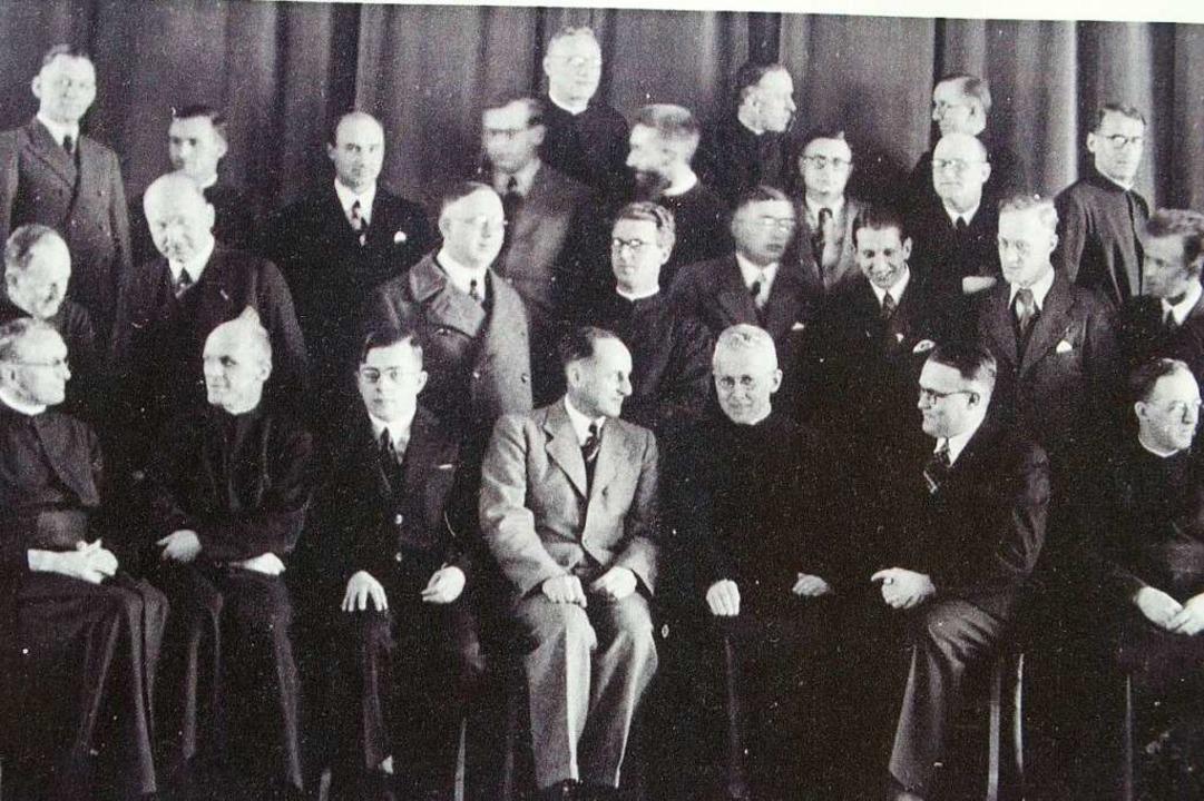 Das Lehrerkollegium im Verbotsjahr 193...llmeister Arthur Schuster (1891-1973).  | Foto: Thomas Mutter