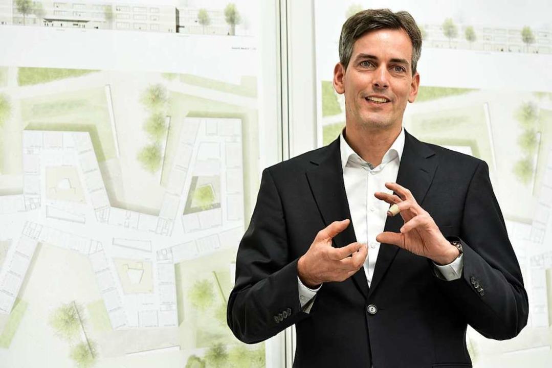 Direktor Martin Baumgarten vor einem P...dul-Neubaus beim Architekturwettbewerb  | Foto: Thomas Kunz