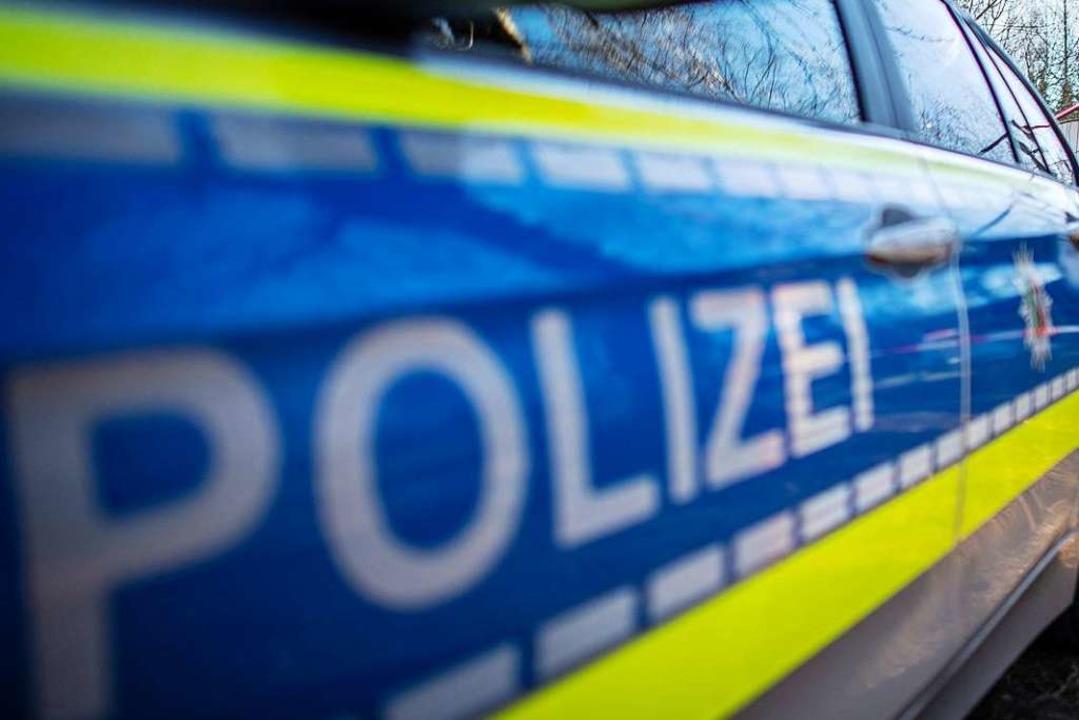 Einen Rollerfahrer, der nach einem Zus...ntalhalle davonfuhr, sucht die Polizei  | Foto: dpa