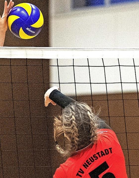 Sieg und Niederlage gab es für Neustadts Volleyballerinnen.  | Foto: scheu