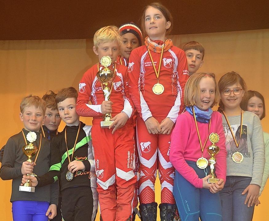 Die glücklichen Sieger mit ihren Pokal...ordnach, Kirchzarten und Hinterzarten   | Foto: zwick