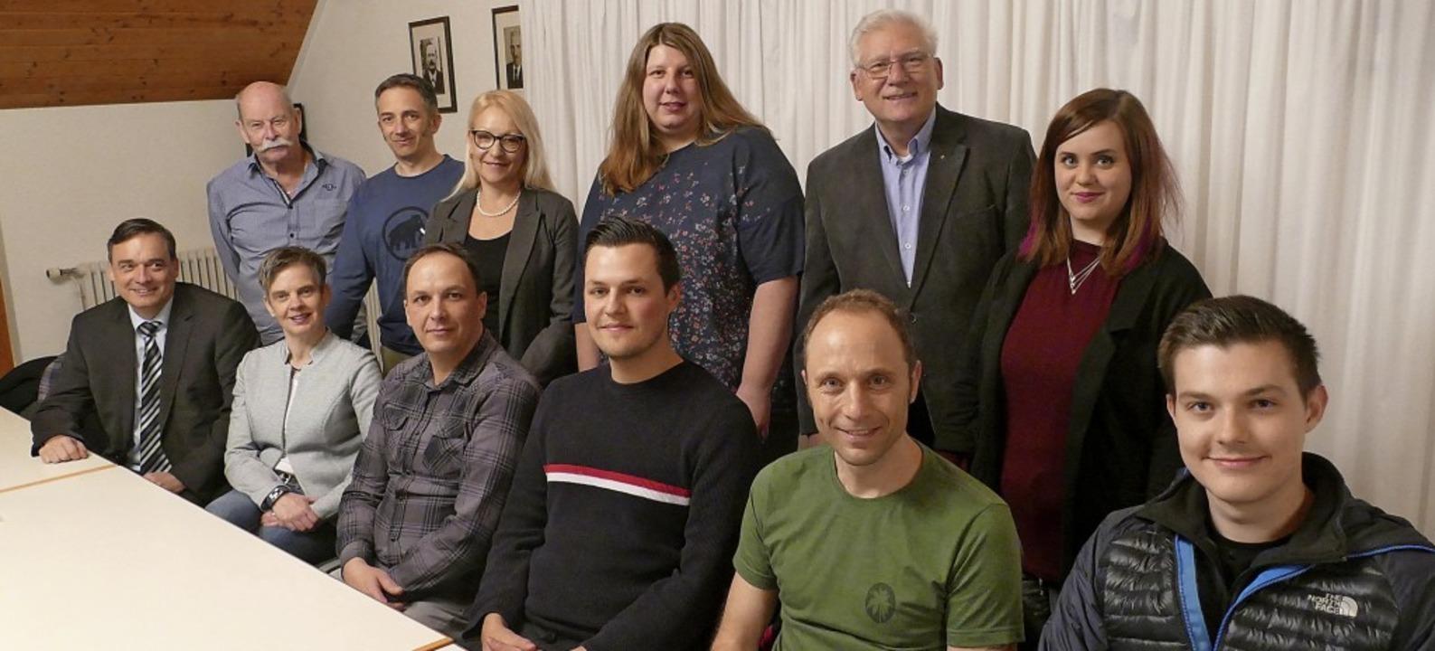 Kandidieren für den Wallbacher Ortscha... Christopher Sieber (vorne von links)   | Foto: Hrvoje Miloslavic