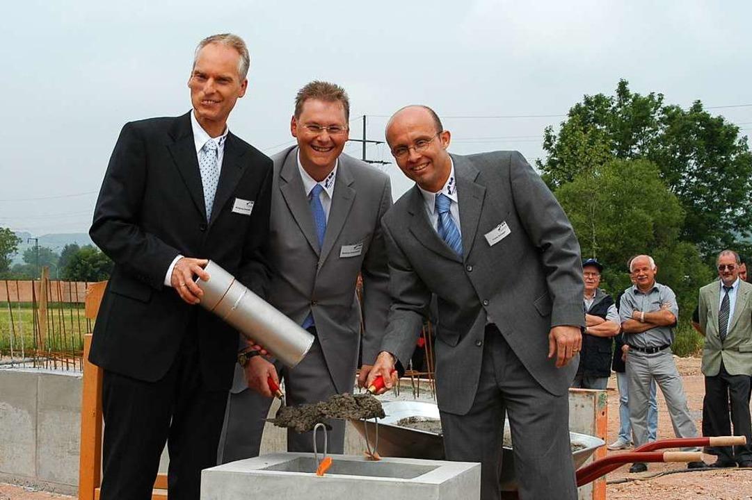 Grundsteinlegung in Steinen 2004: Das ...tthias Fickenscher und Frank Schlegel.  | Foto: Robert Bergmann