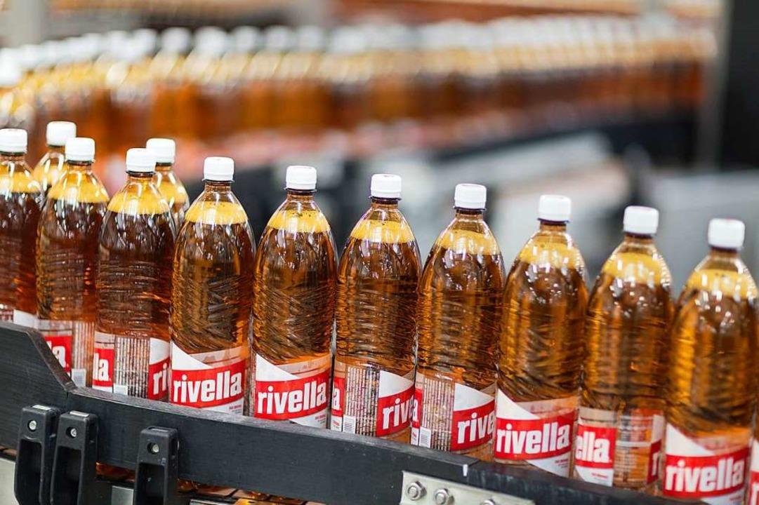 Rivella in PET-Flaschen – in deu...-Regalen wird es das nicht mehr geben.  | Foto: Rivella