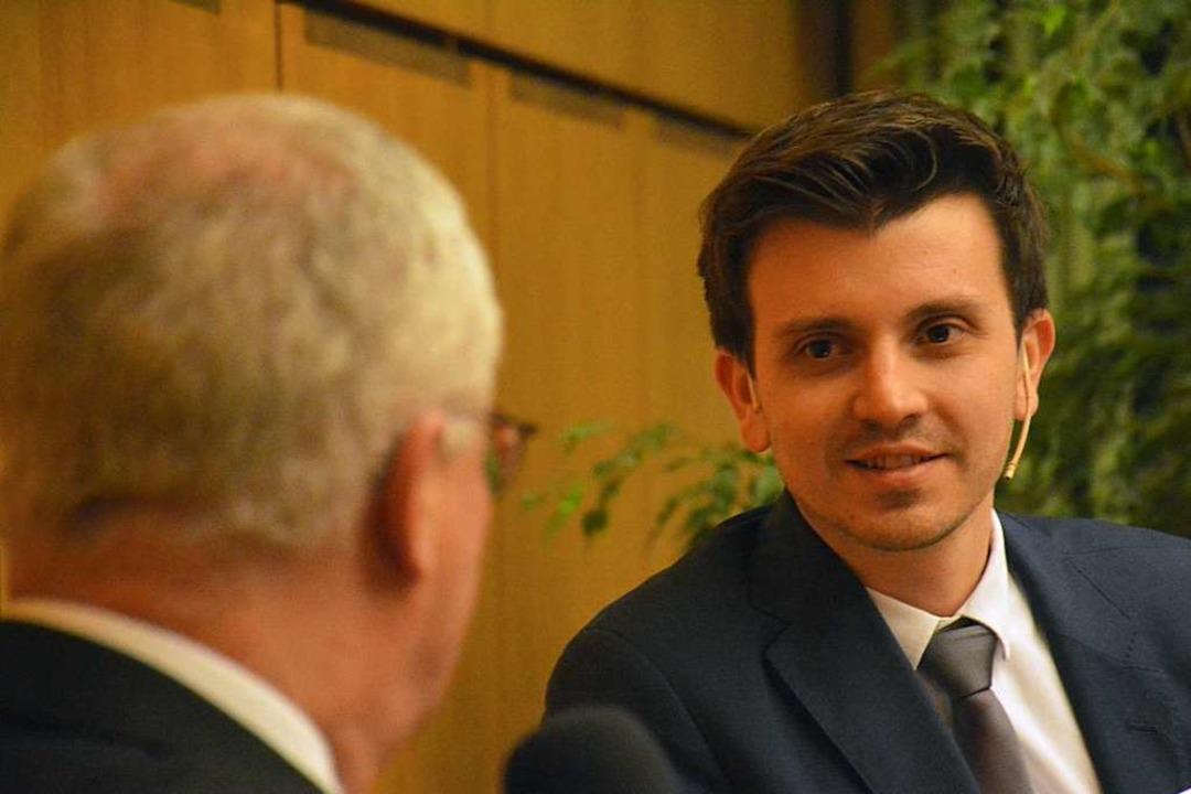 Philipp Engelkamp im Gespräch mit Weils OB Dietz  | Foto: Hannes Lauber