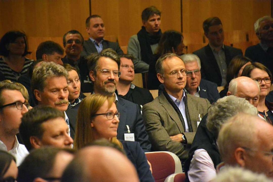 Etwa 300 Besucher kamen zum Wirtschaft...teressiert die verschiedenen Vorträge.  | Foto: Hannes Lauber