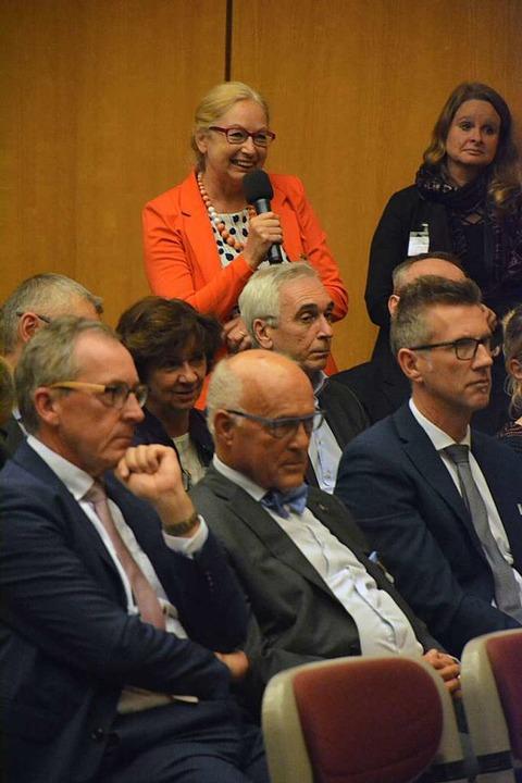 Fragerunde: Die Zuhörer, unter ihnen  ...ind gespannt auf Engelkamps Antworten.  | Foto: Hannes Lauber