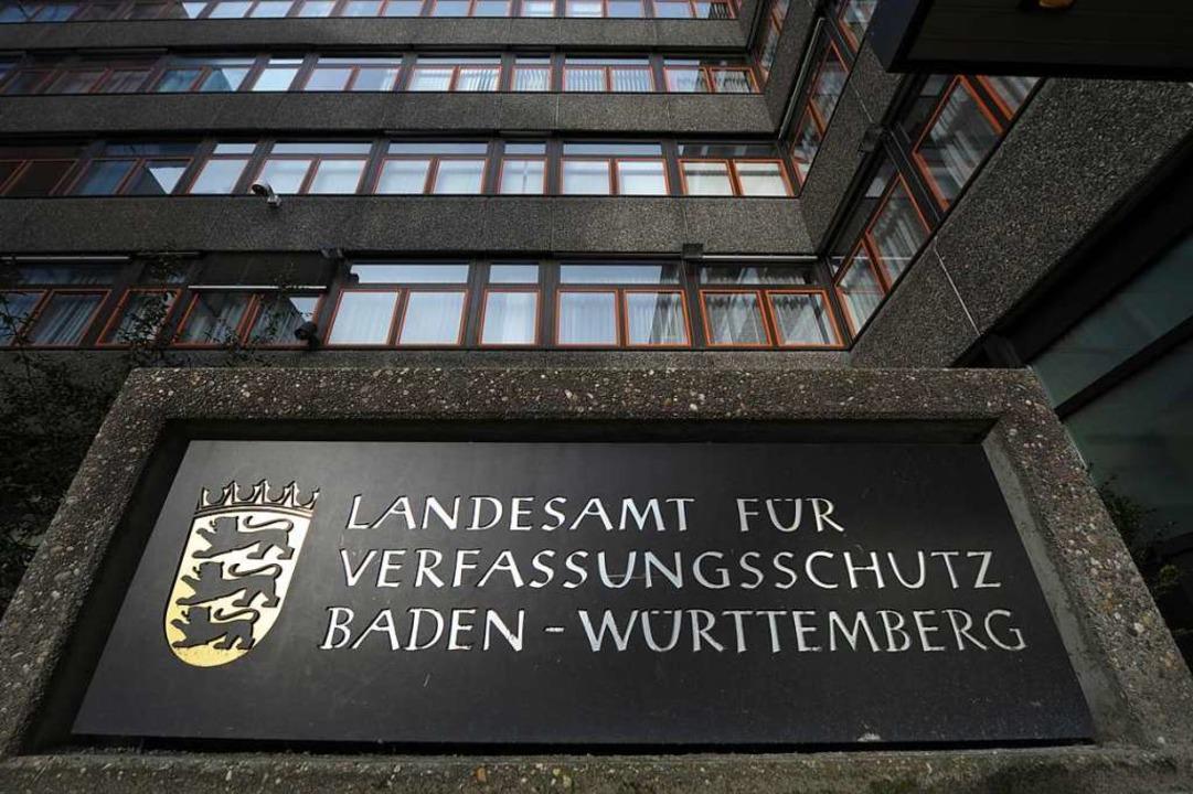 Eingang des Landesamtes für Verfassungsschutz in Stuttgart.  | Foto: dpa