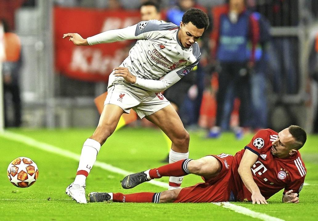 Franck Ribéry (am Boden) gab kämpferis...-Arnold (links) keine Akzente setzen.   | Foto: aFP