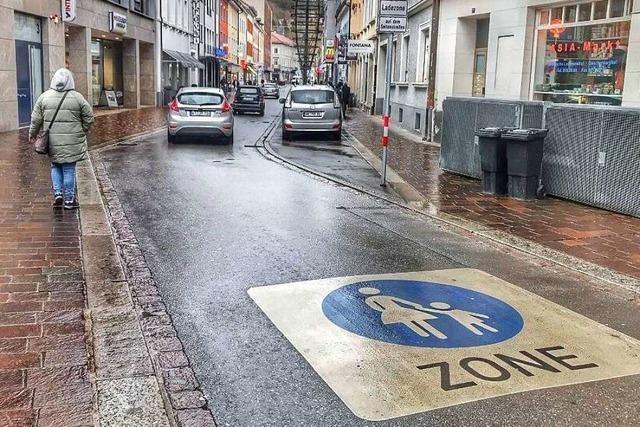 Die Grabenstraße in Lörrach ist eine Fußgängerzone mit reichlich viel Verkehr