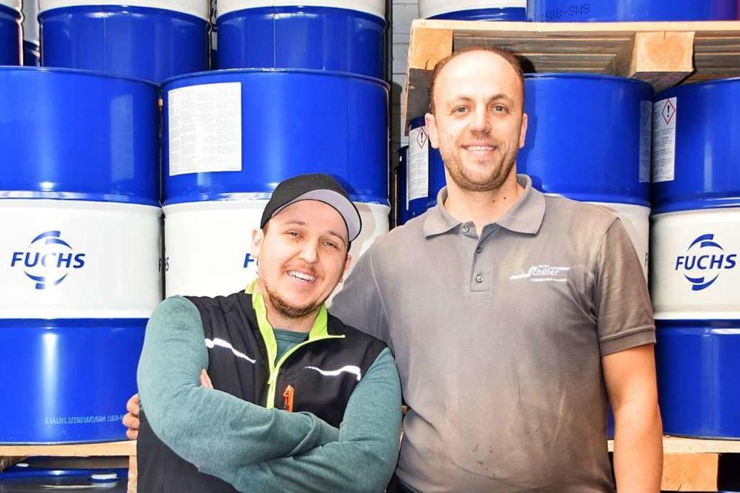 Stolz auf ihren Job: Ermal Salihu und Mentor Sabedini (von links)  | Foto: Sarah Nöltner
