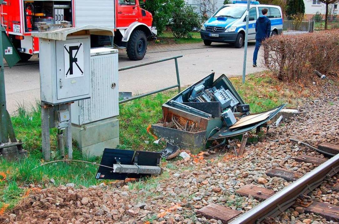Beim Unfall auf der Elztalbahnstrecke ging auch Technik der Bahn kaputt.  | Foto: Christian Ringwald