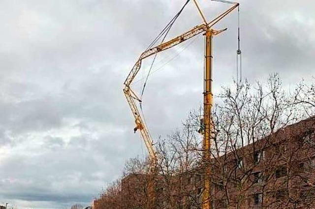 Kran droht umzustürzen – Polizei muss Autobahn in Basel sperren