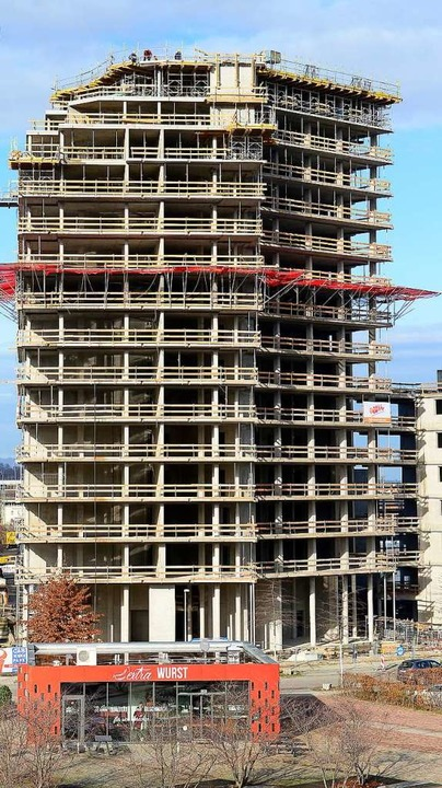 In etwa einem halben Jahr sollen die Bauarbeiten weitergehen.  | Foto: Ingo Schneider