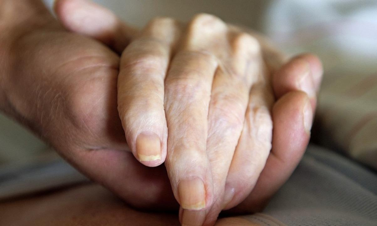 Viele Schmerztherapien lassen sich mit...ch in der gewohnten Umgebung umsetzen.  | Foto:  DPA