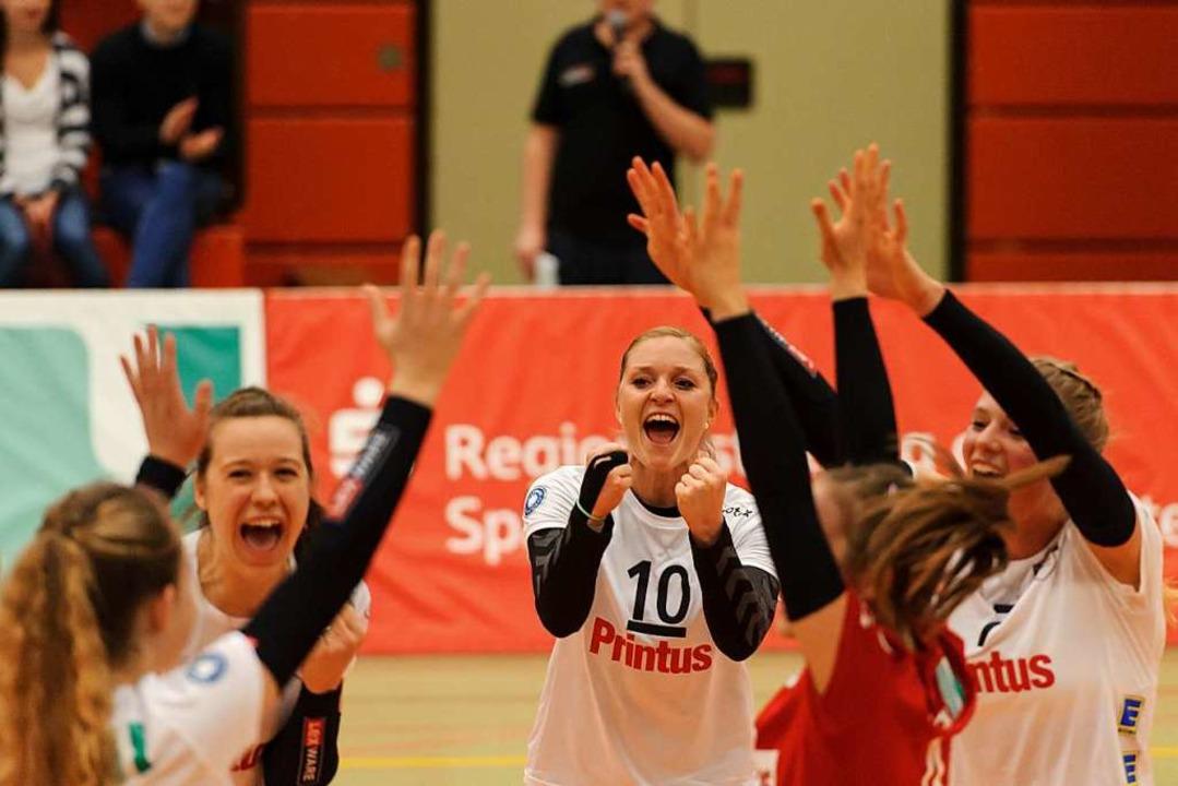 Richarda Zorn (Mitte) und Kolleginnen hatten erneut Grund zur Freude.  | Foto: Sebastian Koehli