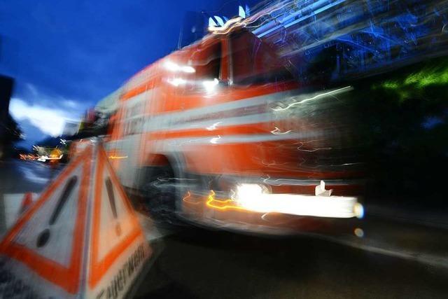 Kellerbrand in Einfamilienhaus in der Schillerstraße löst Großeinsatz der Feuerwehr aus