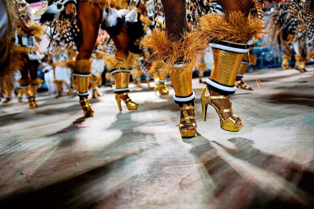 Auf den Straßen von Rio der Janeiro wird an Karneval viel getanzt.   | Foto: afp