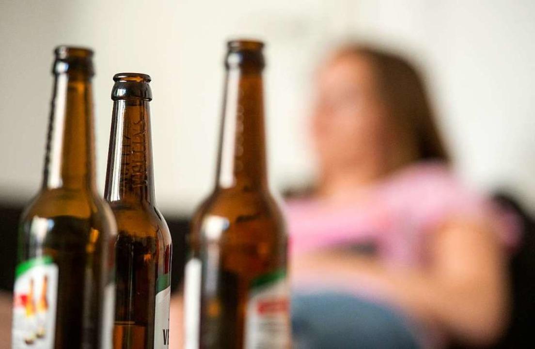 Auch Alkohol kann süchtig machen.   | Foto: dpa