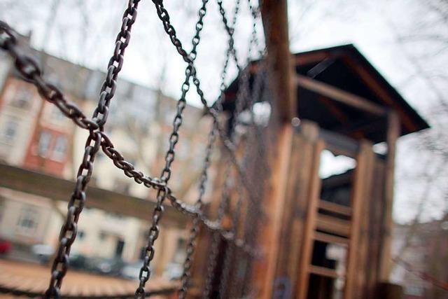 Rheinfelden: Dreijährige stürzt von Klettergerüst