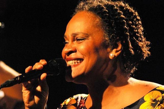 Cécile Verny setzt im Burghof Lörrach ein Zeichen gegen Rassismus
