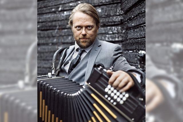 Der finnische Akkordeonist Antti Paalanen gastiert im Schlosskeller in Tiengen.