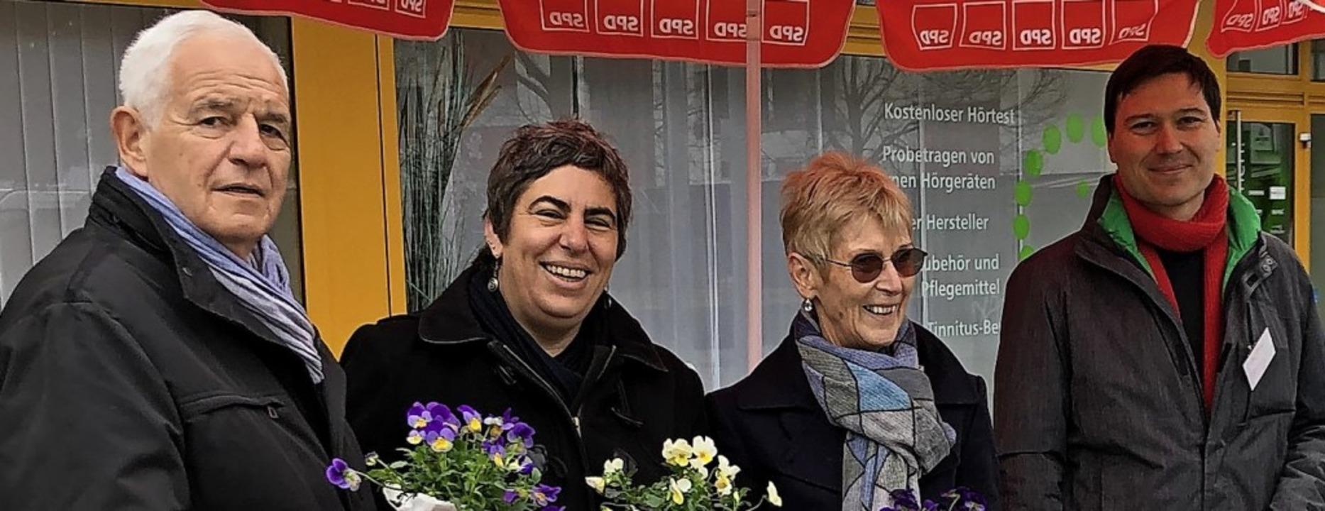 Rainer Stickelberger, Yvonne Gedig,  M...die Werbetrommel für das City-Ticket.     Foto: Reinelt