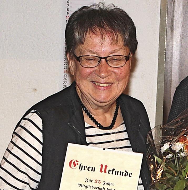 Helga Grether wird zum 1. April die Le...ür 25 Jahre AWO-Mitgliedschaft geehrt.    Foto: Heiner Fabry