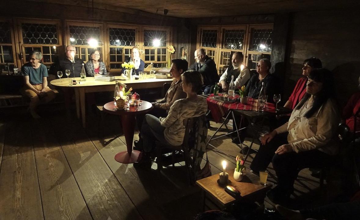 Buchvorstellung in der guten Stube des Klausenbauernhofs in Wolfach-Ippichen   | Foto: Susanne Kerkovius
