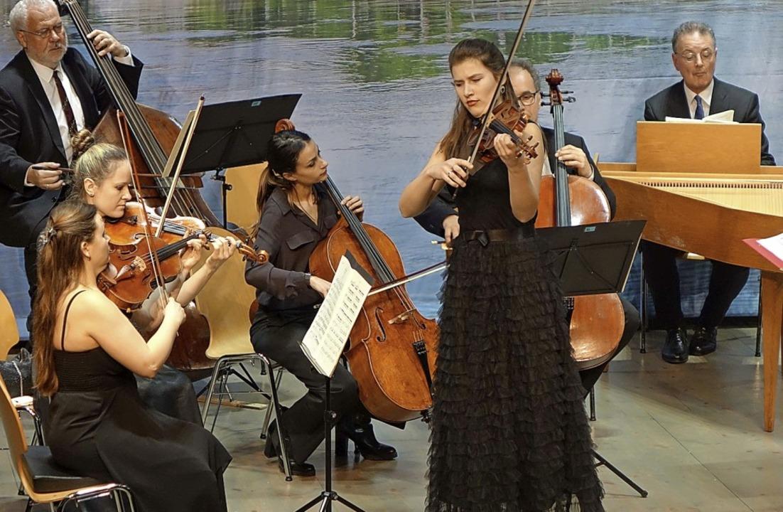 Solistin Milena Wilke und das Kurpfälz...im beim Meisterkonzert in Rheinfelden   | Foto: Roswitha Frey