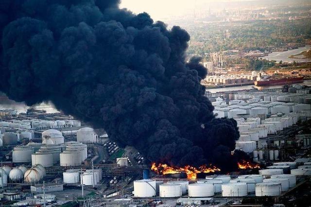 Nach über zwei Tagen: Chemiewerk brennt noch immer